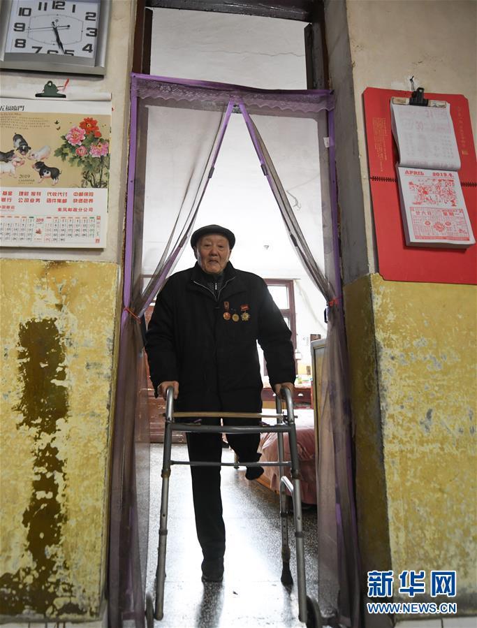 (新华全媒头条·图文互动)(1)英雄无言——95岁老党员张富清的本色人生