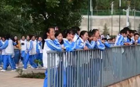 """70年,中国孩子身高呈现""""上扬曲线"""""""